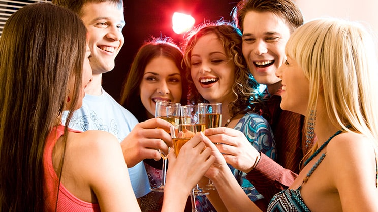 Teenager und Alkohol – wie Eltern ihren Kindern helfen können