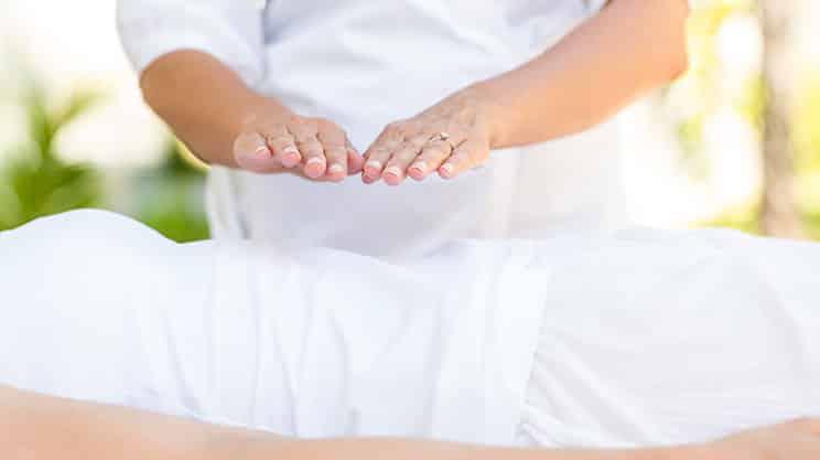 Geistiges Heilen – Außenseitertherapie oder Aberglauben?