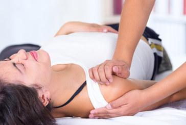 Was passiert, wenn die Schulter ausgekugelt ist?