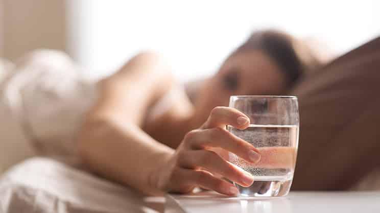 Warum ein Glas Wasser am Morgen so gesund ist