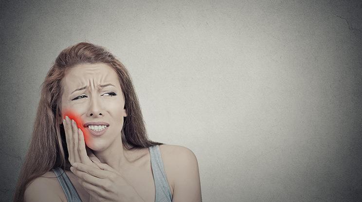 Warum eine Zahnwurzelentzündung böse Folgen haben kann