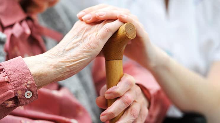 Pflege im Alter – welche Möglichkeiten kommen infrage?